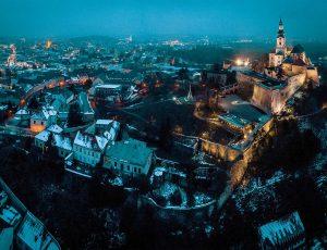 Tvorba panoramatickej fotografie dronom. Nitriansky hrad a okoli podvečer.