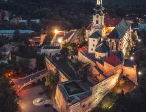 Výroba leteckej fotografie v noci Nitriansky Hrad